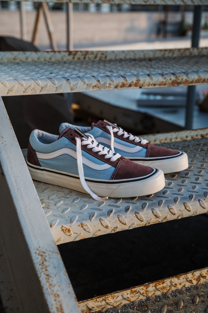 SP17_Classics_VN0A38G2MWO_OldSkool36DX-AnaheimFactory-Brown-LightBlue_Elevated.jpg